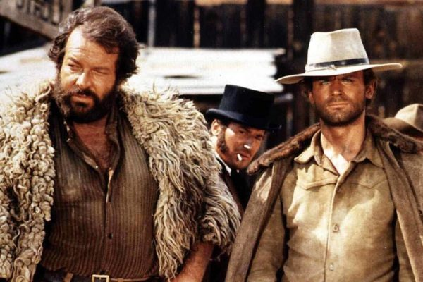 Bud Spencer, Terence Hill Bambino (Bud Spencer,l) und Trinity (Terence Hill) regeln die Angelegenheit zu ihrer Zufriedenheit. 1970 UnitedArchives01352248  Bud Spencer Terence Hill Bambino Bud Spencer l and Trinity Terence Hill Rules the Issue to their Satisfaction 1970 UnitedArchives01352248